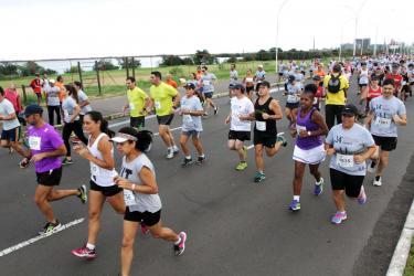 Largada da 14ª corrida Aniversário de Porto Alegre - Local: Av. Edvaldo Pereira Paiva – próximo ao Marinha